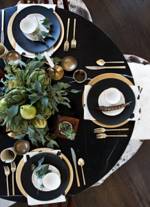 thanksgiving-table-blak-and-gold